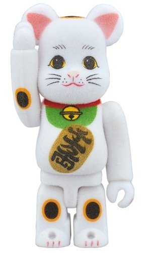 Lucky cat - furokki BE@RBRICK 100% figure, produced by Medicom Toy. Front view.