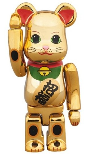 Lucky Cat - Gold Five figure, produced by Medicom Toy. Front view.