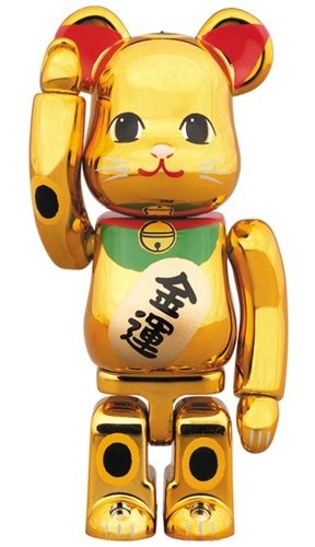 Lucky cat gold plating 6 BE@RBRICK 100% figure, produced by Medicom Toy. Front view.