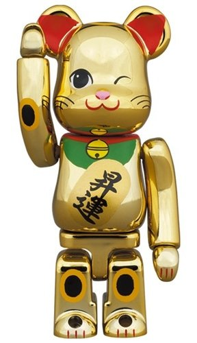 Lucky cat - Noboru Gold Plating BE@RBRICK 100% figure, produced by Medicom Toy. Front view.