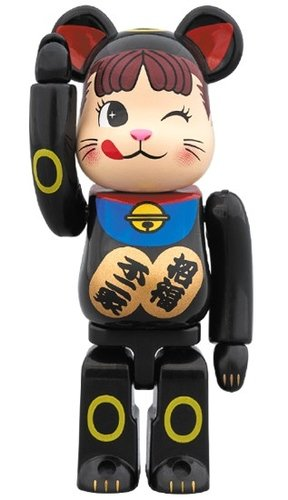 Lucky Cat - Peco-chan BE@RBRICK 100% figure, produced by Medicom Toy. Front view.