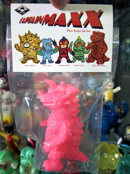 Mini Drazoran - Unpainted Pink figure by Mark Nagata, produced by Max Toy Co.. Packaging.