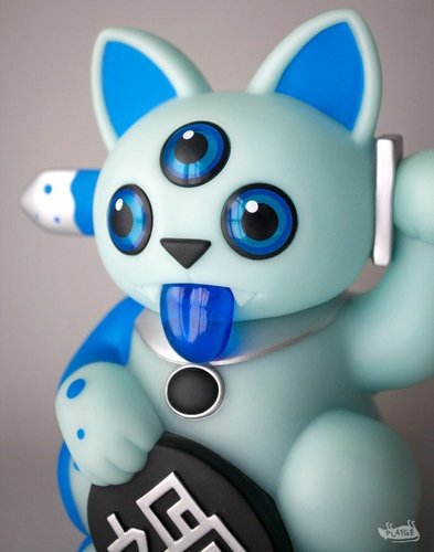 Misfortune Cat - Blue GID Chase figure by Ferg, produced by Playge. Front view.