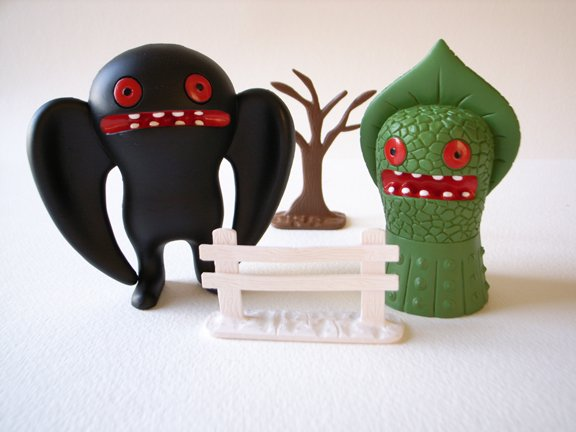 Mothman vs. Flatwoods Monster figure by David Horvath, produced by Pretty Ugly Llc.. Front view.