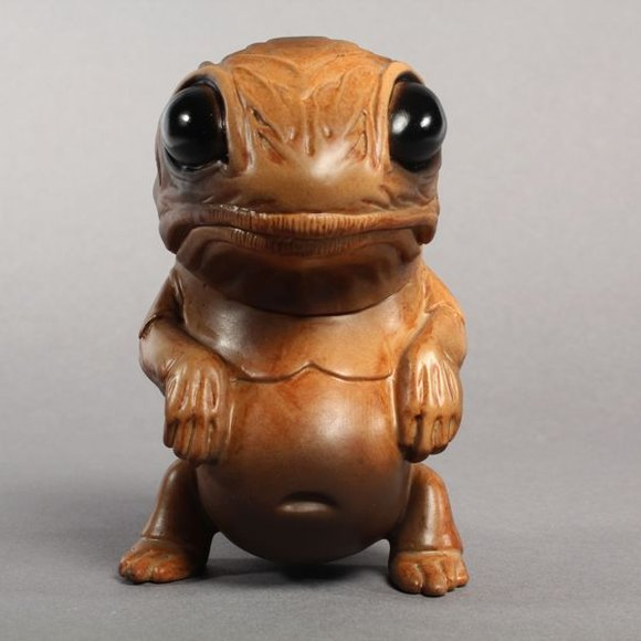 Mud Puddle Snybora figure by Chris Ryniak, produced by Squibbles Ink + Rotofugi. Front view.