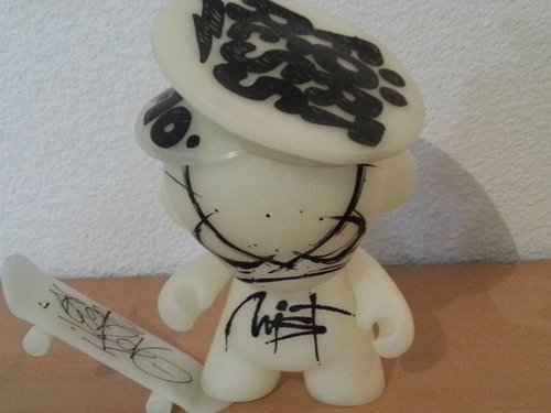 MUNNY figure by Mist & Flying Fortress & Zest, produced by Kidrobot. Front view.