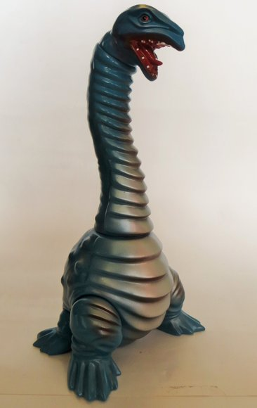 Neclong (ネクロング) - Blue & Silver figure by Hiramoto Kaiju, produced by Cojica Toys. Front view.