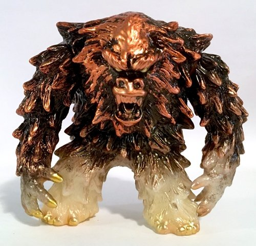 Omega Bigfoot/Yeti Metallic Gold GID figure by Dream Rocket, produced by Dream Rocket. Front view.