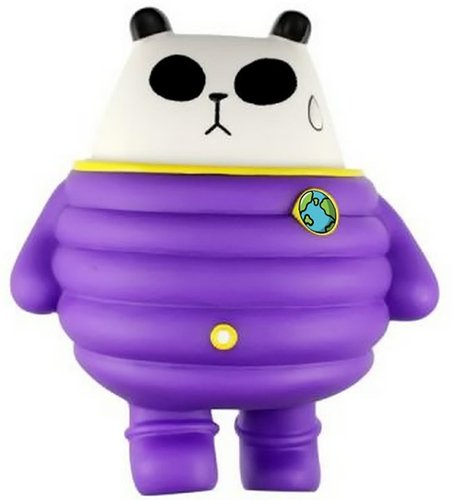 Panda Astronaut figure by Siuhak, produced by Jazwings. Front view.