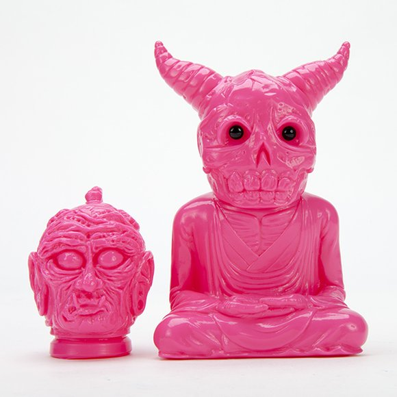 PINK FAN ALAVAKA BODHISATTVA figure by Toby Dutkiewicz, produced by DevilS Head Productions. Front view.