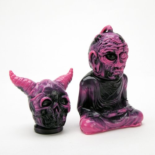 PINK FAN OFFER ALAVAKA BODHISATTVA figure by Toby Dutkiewicz, produced by DevilS Head Productions. Side view.