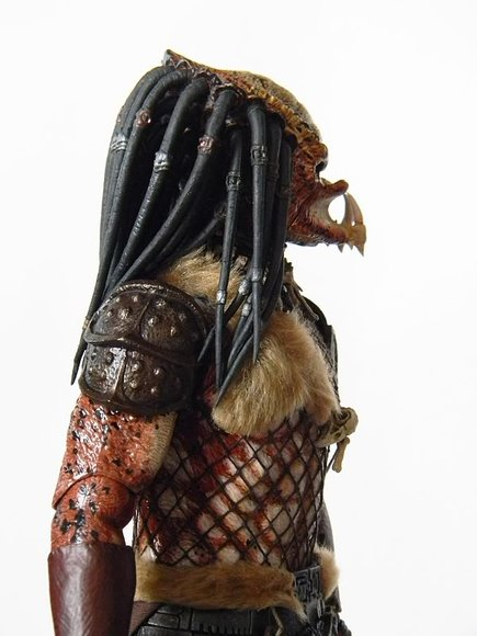 Predator 2 - Shadow Predator figure by Joseph Tsang, produced by Hot Toys. Side view.