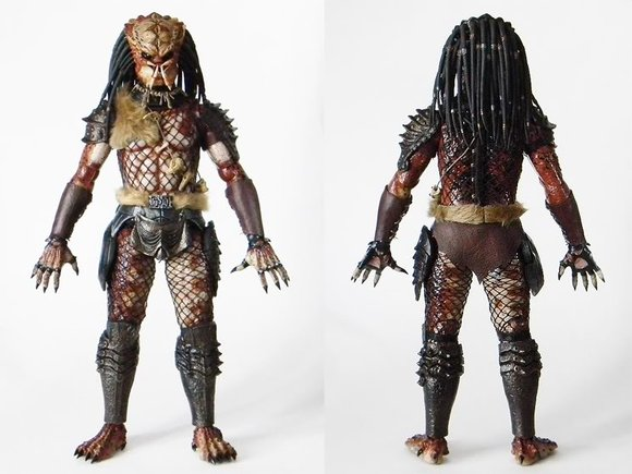 Predator 2 - Shadow Predator figure by Joseph Tsang, produced by Hot Toys. Back view.