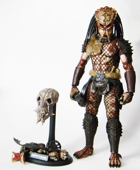 Predator 2 - Shadow Predator figure by Joseph Tsang, produced by Hot Toys. Front view.