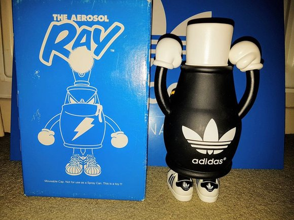 Ray the Aerosol figure by Spanky, produced by Headlock Studio. Back view.