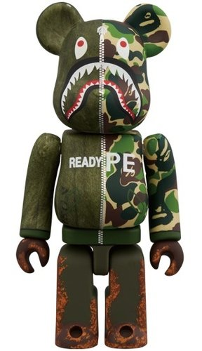 READYMADE × A BATHING APE(R) BE@RBRICK 100% figure, produced by Medicom Toy. Front view.