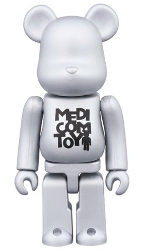 Release campaign Special Edition BE@RBRICK SERIES 34 figure, produced by Medicom Toy. Front view.