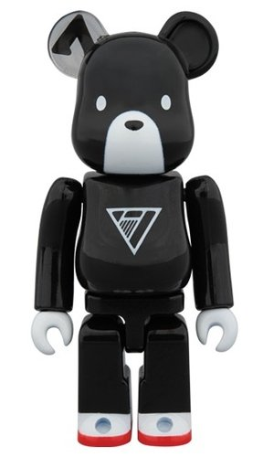 SE7EN BOOM BOOM BE@RBRICK 100% figure, produced by Medicom Toy. Front view.