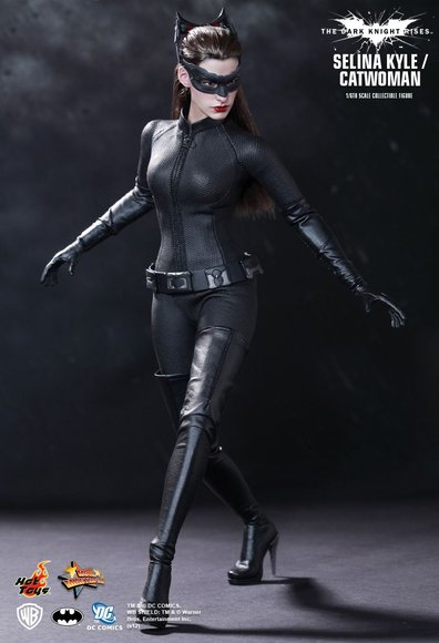 Selina Kyle / Catwoman figure by Kojun, produced by Hot Toys. Front view.