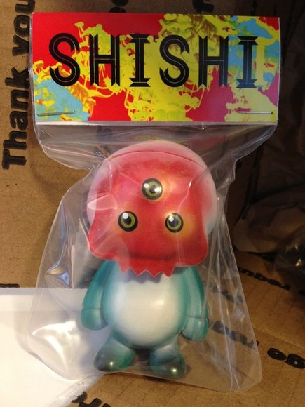 Shi shi Mai ish figure by Ferg X Grody Shogun, produced by Lulubell Toys. Packaging.