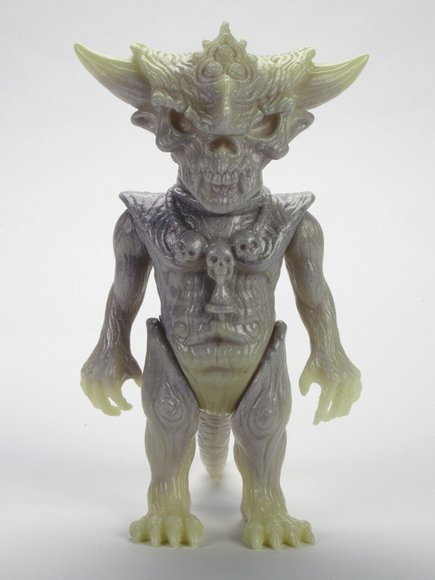 SILVER, SILVER, GLOW, GLOW APALALA figure by Toby Dutkiewicz, produced by Devils Head Productions. Front view.