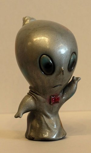 Silver Spiro figure by Brandt Peters, produced by Circus Posterus. Front view.