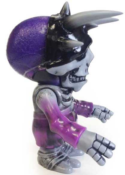 SKULL BB KBB figure by Cure, produced by Secret Base. Side view.