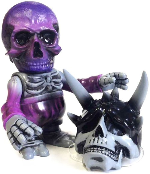 SKULL BB KBB figure by Cure, produced by Secret Base. Front view.