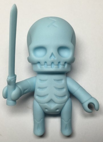 Skulltula Gaikotyu (Swordsman) (Pastel Blue) figure by Kinokeshi Shimomoku, produced by Jungle-Japan. Front view.