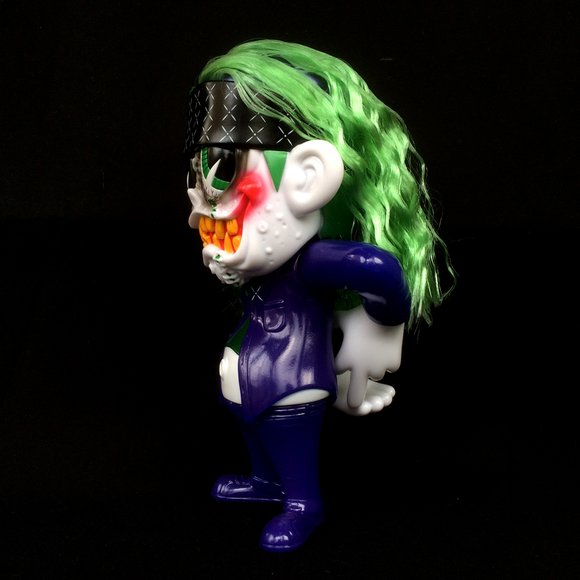 SKUM-kun Cherry Supervillain Edition figure by Knuckle X Suicidal Tendencies, produced by Blackbook Toy. Side view.
