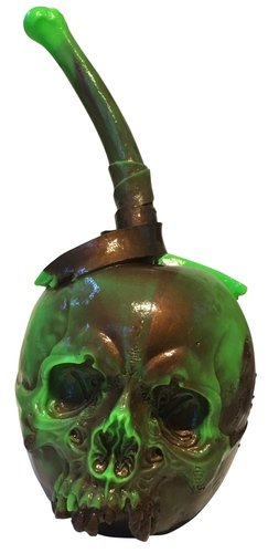 SOUR - turns into the RISE figure by Pushead, produced by Medicom Toy. Front view.