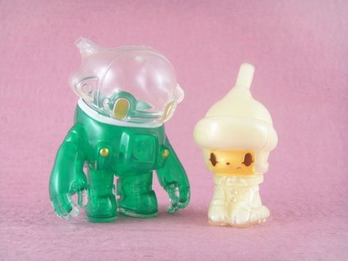 Space Racers 2, Cream Soda version figure by Kaijin. Front view.