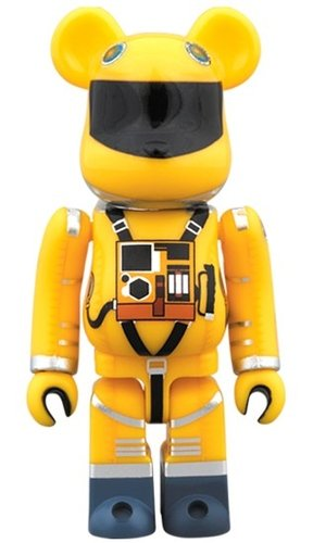 SPACE SUIT YELLOW Ver. BE@RBRICK 100% figure, produced by Medicom Toy. Front view.