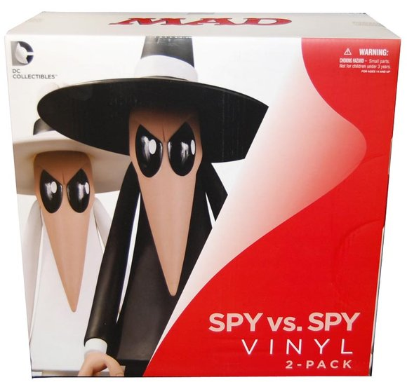 Spy Vs Spy Vinyl Figure 2 Pack figure by Antonio Prohías, produced by Dc Direct. Packaging.