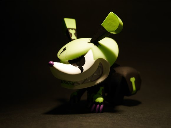 Squeezel (Electric Bone) figure by Touma, produced by Play Imaginative. Side view.