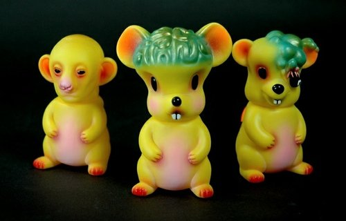TAG Exclusive Lab Mice Edition figure by Splurrt, produced by Rampage Toys. Front view.