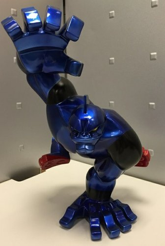 Tetsujin 28 figure, produced by Coarsetoys. Front view.