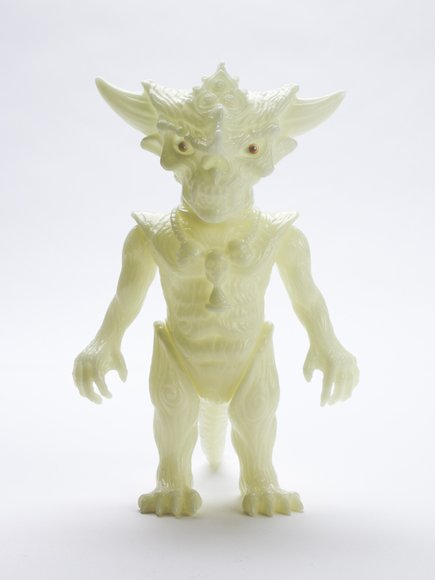 THE HALLOW GLOW APALALA figure by Toby Dutkiewicz, produced by Devils Head Productions. Front view.