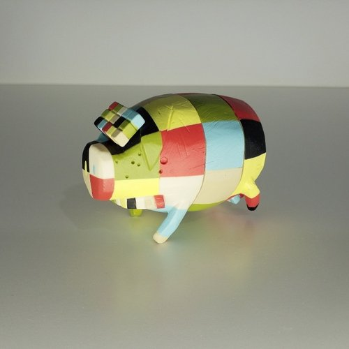 The Pig figure by Michael Lau, produced by Crazysmiles. Front view.