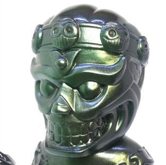 Tibe - Black / Green Metal Spray figure by Magical Design (Hideo Uchiyama) X Teddy Maker, produced by Algangu. Detail view.
