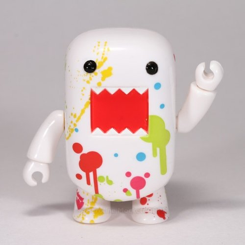Paint Splatter Domo Qee figure by Dark Horse Comics, produced by Toy2R. Front view.