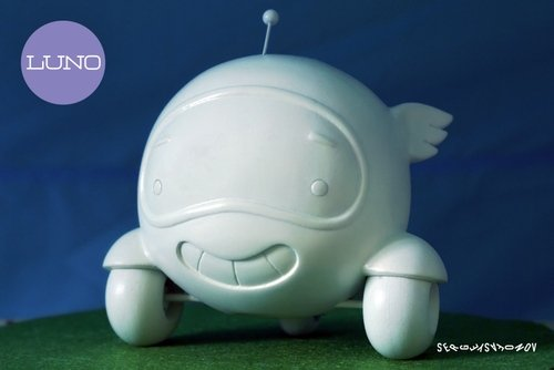 Luno - Kickstarter Exclusive figure by Sergey Safonov. Front view.