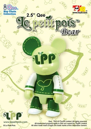 Le petit pois figure, produced by Toy2R. Front view.