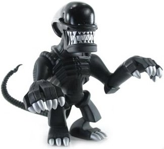 Alien - AVP figure by Touma, produced by Toumart. Front view.