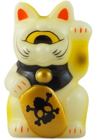 Mini Fortune Cat - GID figure by Mori Katsura, produced by Realxhead. Front view.