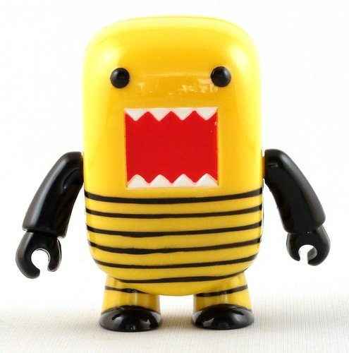 Bumble Bee Domo figure by Dark Horse Comics, produced by Toy2R. Front view.