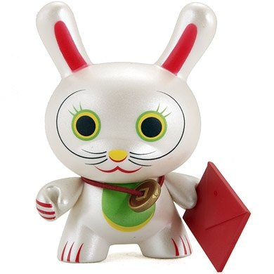Fortune Cat - Open Eyes figure by Mr. Shane Jessup, produced by Kidrobot. Front view.