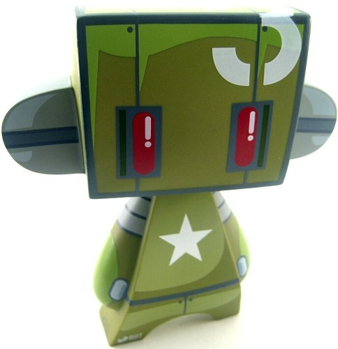 Armybot figure by Jeremy Madl (Mad), produced by Solid. Front view.