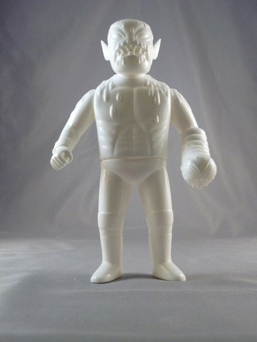 Cannibal Fuckface - Unpainted White figure by Johnny Ryan, produced by Monster Worship. Front view.