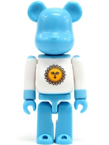 Argentina - Flag Be@rbrick Series 14 figure, produced by Medicom Toy. Front view.